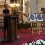 Rūta Mickienė presents the Aqua Lingua idea and the visualized President's congratualation to the members of Vadovu Klubas.