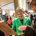 Rūta Mickienė (right) presents the voice picture to its creator – Director-General Irina Bokova and the Chairman of the Executive Board Michael Worbs.