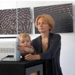 Rūta Mickienė with daugter Meda at the visualization equipment.